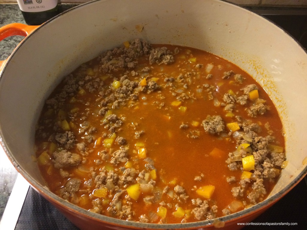 The Sunday Stew - Recipes - chili - beanless beef chili - whole30 compliant chili - chili served over roasted sweet potatoes - clean eating - paleo diet - paleo compliant chili recipe - beanless beef chili over roasted sweet potatoes